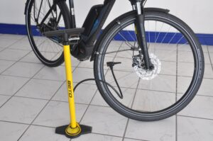 A wheel pump and a bicycle